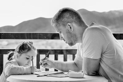 Couple parent enfant emotions le jeu marie laure konig art therapeute certifiee oise art therapie therapie par l art comprendre son enfant psychologie de l enfant dessin