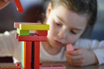 Vous cherchez un psychologue pour votre enfant Pourquoi pas un art-thérapeute