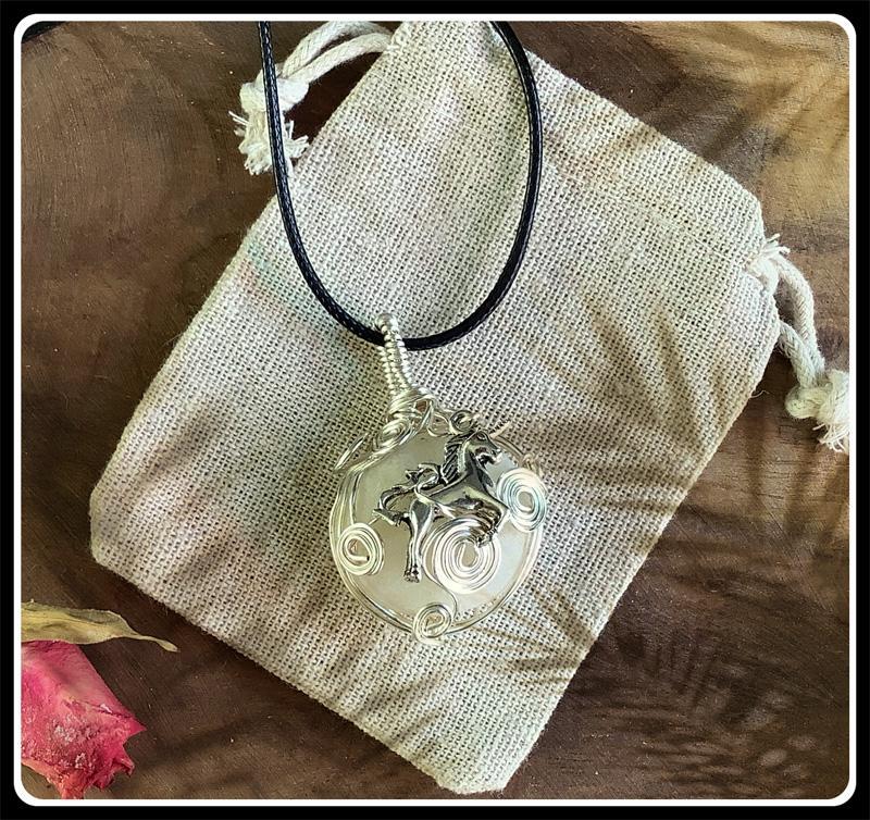 Licorne bijou pierre cap ferret 1