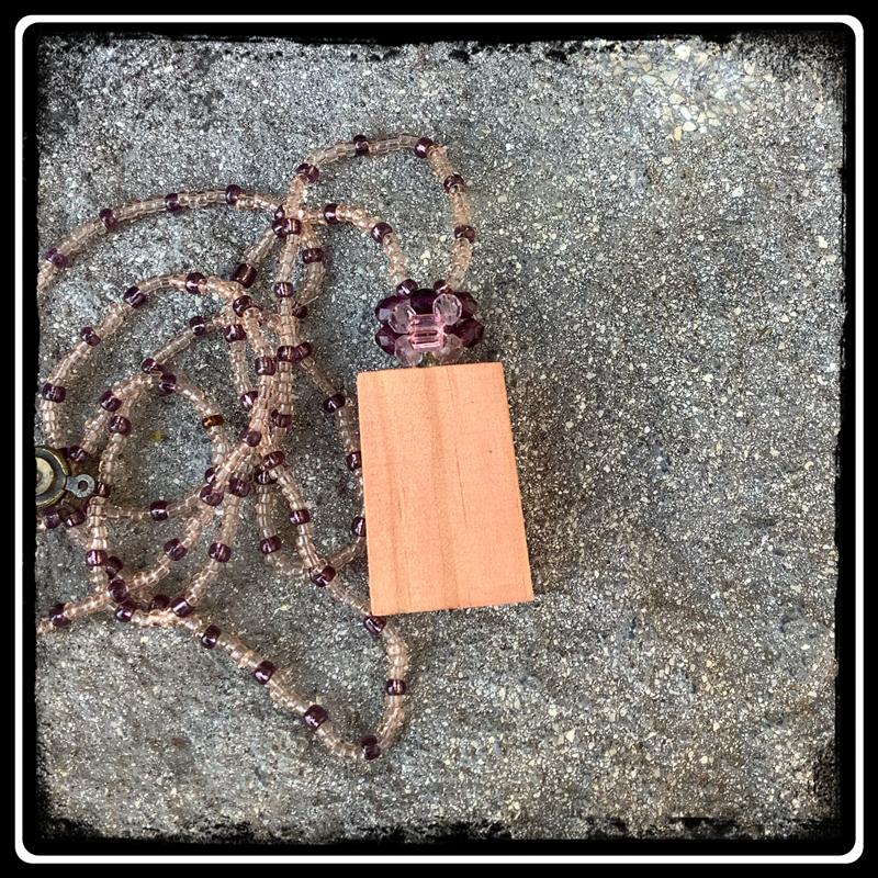 Pendentif bois de palette rose des vents 3
