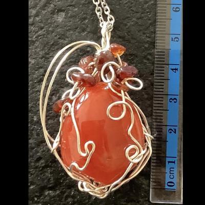 Vulpecula petit renard pendentif en pierre de cornaline